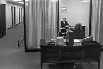 Un impiegato di banca e la sua segretaria, New York City, 1960 © Henri Cartier-Bresson / Magnum Photos